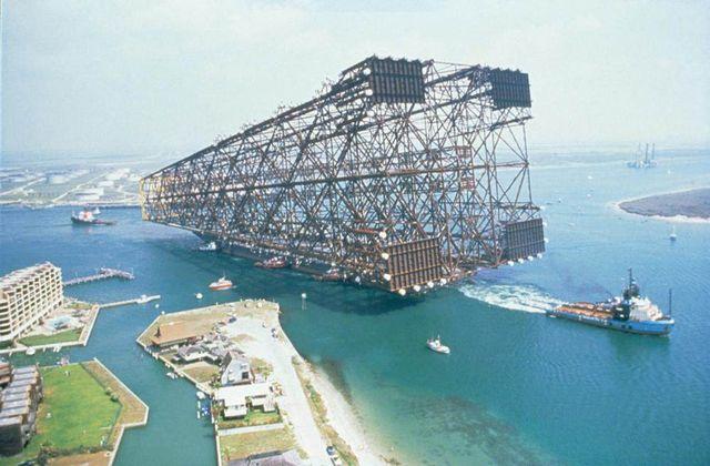 Les cargaisons de certains navires de transport peuvent être gigantesques.
